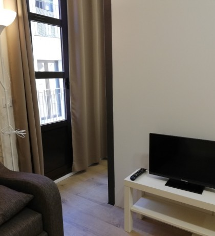 Image 12 FURNISHED STUDIO IN FULLY RENOVATED BUILDING IN ALTA DE TARRAGONA. ALL THE AMENITIES. BUILDING WITH ELEVATOR. TOTALLY EQUIPPED WITH APPLIANCES, VITRO, MICROWAVE, COMBI REFRIGERATOR, WASHER, DRYER. BATHROOM WITH SHOWER. ALL EXTERIOR. WIFI INCLUDED.